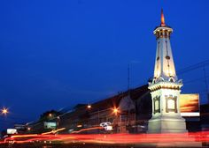 Tugu Yogyakarta is a monument or monument that is often used as a symbol or emblem of the city of Yogyakarta. This monument was built by Hamengkubuwana I, Yogyakarta, Empire State Building, Street Photography, The Good Place, Bali, Tourism, Beautiful Places, Scenery, Places To Visit