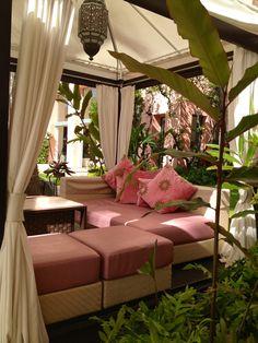 Lovely lounging @ The Royal Hawaiian Hotel, Honolulu, HI