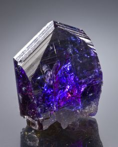 Tanzanite : high vibrating and stimulates your crown, third-eye and throat chakra. This combination of stimulation make it an excellent choice for enhancing your work with spirit communication; amazing for helping you explore and find your true self. This stone is one of the stones that accelerates our coming of age. If you work with metaphysics and the spirit world this stone should be on your list of must haves. | #perspicacityparty #magicgeodes #magicstones #tanzanite