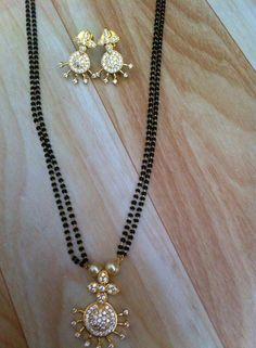 J Pearl Necklace Designs, Gold Earrings Designs, Beaded Jewelry, Gold Jewellery, Jewelery, Jewelry Bracelets, Gold Mangalsutra Designs, India Jewelry, Simple Jewelry