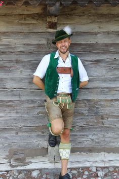 Traditional German Clothing, Traditional Fashion, Traditional Dresses, German Outfit, German Men, Cute Gay Couples, Lederhosen, Leather Trousers, Austria