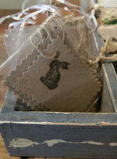 Handgemachte Kärtchen für das Osterpräsent