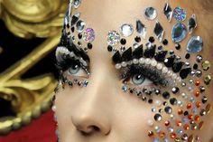 Close-up of gorgeous fantasy makeup with pearls and jewels. Carnival Makeup, Clown Makeup, Costume Makeup, Body Makeup, Makeup Art, Beauty Makeup, Hair Makeup, Make Up Looks, Sparkle Eye Makeup