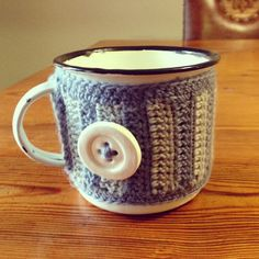 i fell in love with my friend chantelle's ceramic bottons. we decided to make a new product for tjou-tjou's . I Fall In Love, My Love, Granny Chic, Create Words, New Product, Ceramics, Mugs, Knitting, Crochet