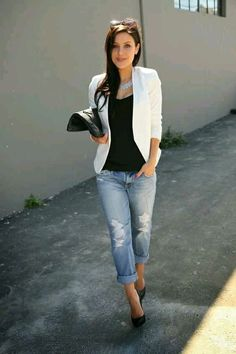 If you're in search of a casual yet incredibly chic outfit, try teaming a white blazer with light blue ripped boyfriend jeans. Let your sartorial prowess really shine by finishing your outfit with a pair of black leather pumps. Look Blazer, Blazer With Jeans, Ripped Jeans, White Jeans, White Skinnies, Jacket Jeans, Denim Blazer, Casual Blazer, Women's Jeans