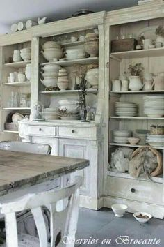 Shabby Chic furniture and style of decor displays more 'run down' or vintage items, or aged furniture. Shabby Chic is the perfect style balanced inbetween vintage and luxury, or '… Cocina Shabby Chic, Shabby Chic Homes, Shabby Chic Living Room, Casas Shabby Chic, Shabby Chic Furniture, Country Kitchen, Country Bathrooms, Kitchen Rustic, Chic Bathrooms