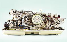 歯車等で複雑な演算を行う機械式計算機の機能美溢れる内部写真シリーズ「Calculators」 - DNA