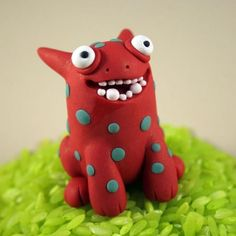 Luv the teeth on this creature would be great with fondant!