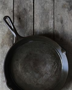 How To Clean & Season Rusty Cast Iron Skillets Rusty Cast Iron Skillet, Iron Cleaning, Cleaning Items, Seasoning Cast Iron, Cast Iron Cooking, Skillets, Apartment Therapy, Salt, It Cast