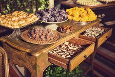 Mesa de doces para casamento rústico - Por Patrícia Vaks - Foto Dueto Fotografia