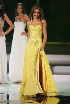 Miss Venezuela, Dayana Mendoza, posing one last time for the judges as one of the top 5 finalist, during the Miss Universe pageant 2008 in Nah Trang, Vietnam.