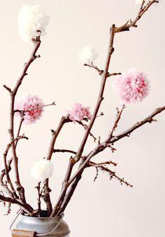 flores de lã Pom Pom Tree, Pom Pom Flowers, Pom Pom Wreath, Diy Flowers, Paper Flowers, Crafts To Sell, Diy And Crafts, Pom Pom Animals, How To Make A Pom Pom