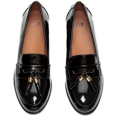 Loafers i laklæder 149 (€29) ❤ liked on Polyvore featuring shoes, loafers, flats, black, sapato, loafer shoes, h&m loafers, black loafer flats, black loafer shoes and kohl shoes