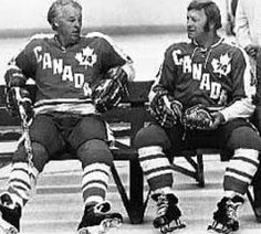 Gordie Howe and Bobby Hull taking a breather during the the 1974 Summit Series that pitted WHA stars agaist the Soviet team. Bruins Hockey, Hockey Players, Canadian People, Canada Cup, Baseball Training, Baseball Pitching, Bobby Hull, Hockey Boards, Red Wings Hockey