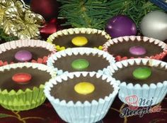 These cups with chocolate and a sweet nut filling have the first place in our family in our Christmas cookies. Christmas Cookies, Merry Christmas, Christmas Gingerbread, Thing 1, Mini Cheesecakes, 3 Ingredients, Vegan Desserts, Sweet Treats, Muffin