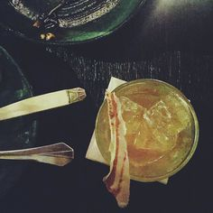 My kryptonite! Kon Karne  cocktails! #lentreedesartistes #pigalle #whisky #vanilla #bourbon #maplesyrup #conKarne #cocktails #lppcityguidetoparis #paris