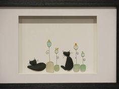 Katzen und Blumen! Von mir von Meeresglas & Hand gepflückt Kieselsteinen gemacht! Kunst nach Nowlan! Kommt in einem schwarzen Holzrahmen mit Glas aber Sie können es Rahmen, wie Sie es wünschen! Fertig zum Aufhängen! Rahmen misst etwa 13 x 9 und ist mattiert, 7.5x5.5 Vielen Dank