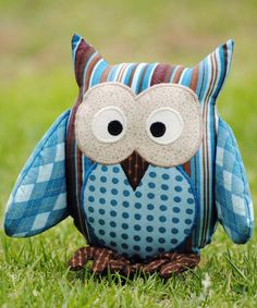 These adorable stuffed owls are fun to sew.  Pattern Includes:  Step-by-step tutorial with colour photographs. Full size pattern pieces. Print on A4 / letter size paper but will need to be joined together. List of materials required. Pattern support via email if required.