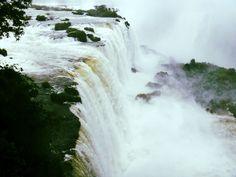Ontem publicamos no blog um álbum com imagens lindas de Foz do Iguaçu. Um dos destinos mais bonitos do Brasil. ---------- Yesterday we published on the blog an album with great images of Foz do Iguaçu. One of the most beautiful destinations in Brazil. ---------- #brasil #fozdoiguaçu #cataratas #waterfall #igtravel #instatravel #photooftheday #picoftheday #traveladdict #travelblog #travelgram #trip #viagem #wanderlust #instanature #landscape #natureza #paisagem #soulnature_ #vibe_life_nature…