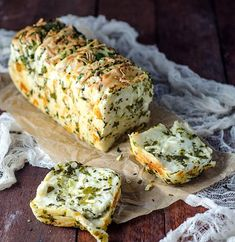 GARLIC HERB & CHEESE PULL APART BREAD - Turn your ordinary homemade bread recipes from simple to savory. Find out how in this roundup of delicious homemade bread recipes to try your hands on! Food Blogs, I Love Food, Food To Make, Foodies, Cooking Recipes, Cheese Recipes, Herb Recipes, Cheese Food, Cheese Party