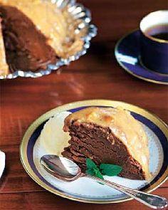 Bomba de chocolate con salsa de turrón caliente #recipes #cuisine