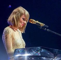 """Taylor Swift performing """"Wildest Dreams"""" at the 1989 Tour"""