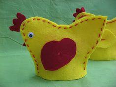 Kässä ja kuvis: Pääsiäistiput Spring Crafts, Holiday Crafts, 3rd Grade Art, Textile Fabrics, Easter Crafts For Kids, Art Lessons, Dinosaur Stuffed Animal, Projects To Try, Arts And Crafts