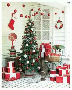 Country Christmas Porch with wallpaper in window Swedish Christmas, Christmas Porch, Scandinavian Christmas, Merry Little Christmas, Noel Christmas, Green Christmas, Country Christmas, Outdoor Christmas, Christmas Colors
