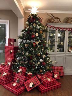 45 Best Inspiring Christmas Tree Design Ideas - Happy Christmas - Noel 2020 ideas-Happy New Year-Christmas Christmas Tree Design, Christmas Mood, Country Christmas, Christmas Crafts, White Christmas, Christmas 2019, Cabin Christmas, Christmas Glitter, Elegant Christmas