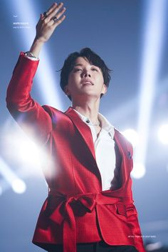Find images and videos about kpop, bts and jungkook on We Heart It - the app to get lost in what you love. Jung Hoseok, Kim Namjoon, Seokjin, Gwangju, Foto Bts, Fansite Bts, J Hope Smile, Rapper, Asia Artist Awards