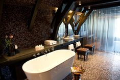 Room with bath at Canal House Hotel, Amsterdam