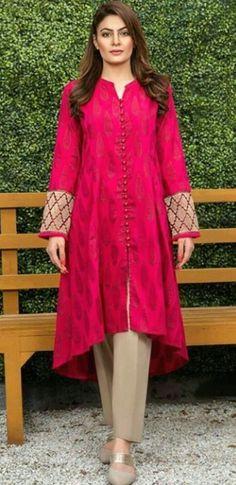 Pakistani Formal Dresses, Pakistani Fashion Party Wear, Pakistani Dress Design, Kurti Designs Pakistani, Indian Dresses, Indian Fashion, Stylish Dresses For Girls, Stylish Dress Designs, Simple Dresses