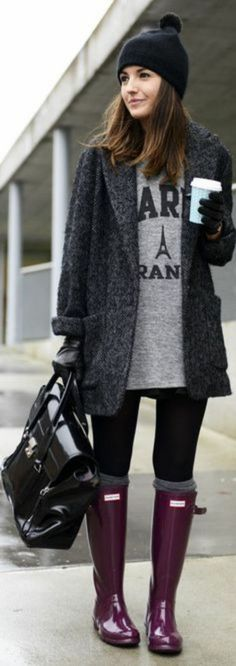 Grey coat, sweater, black pants, bag and aubergine hunters. Fall fashion trends 2015.