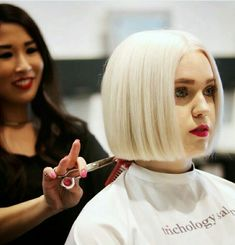 Shaggy Medium Length Bob - 60 Messy Bob Hairstyles for Your Trendy Casual Looks - The Trending Hairstyle One Length Haircuts, One Length Bobs, Bob Cut, Medium Hair Styles, Short Hair Styles, Messy Bob Hairstyles, Drawing Hairstyles, Casual Hairstyles, Bob Hairstyles