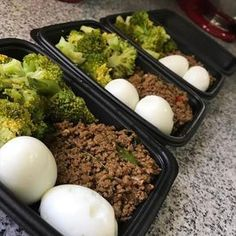Low Carb Meals The easiest way to take the hassle out of meal prepping is by cooking the same thing every week. The downside to that stealthy approach, however, is that you - So much meal prep inspiration, so little time. Ketogenic Recipes, Low Carb Recipes, Diet Recipes, Healthy Recipes, Ketogenic Diet, Paleo Diet, Keto Foods, Recipies, Top Recipes