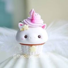 42 Trendy Ideas For Cupcakes Unicornio Kawaii Polymer Clay Miniatures, Polymer Clay Projects, Polymer Clay Creations, Diy Clay, Clay Crafts, Polymer Clay Cupcake, Polymer Clay Kawaii, Polymer Clay Charms, Polymer Clay Art