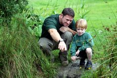 Steve Backshall explores Sutton Courtenay environmental education centre with Family Watch member George Holton. Photo by Ric Mellis.