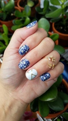 Jamberry manicure Perennial Blue with Gatsby accent nail #perennialbluejn #gatsbyjn