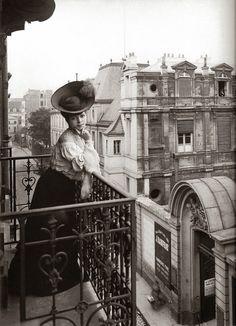 Au balcon Paris 1900
