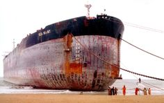 The second-largest ship ever built, the Sea Giant, has been grounded on a Pakistan beach ready to be cut up into scrap metal.