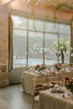 wedding setting and decoration provence france.  Lieu de réception en Provence https://www.blanchefleur.com/ Wedding Venue in Provence    Fleurs : Big day http://www.bigday.fr/fr/ photos : http://marinkovic-weddings.com/wedding-photographer-provence/
