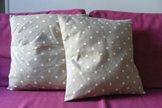 Today I bring you a very simple and fast DIY. It is a cushion cover without . Sewing Tutorials, Sewing Patterns, Christmas Pillow, Home Textile, Decorative Pillows, Diy And Crafts, Bed Pillows, Projects To Try, Patches