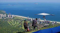 Um salto para a felicidade... São Conrado, Rio de Janeiro, Brasil.