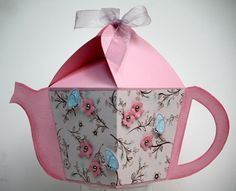 Paper Teapot Template ---Might be nice to give a hostess gift in, or a favor from your own tea party. 3d Paper Crafts, Paper Toys, Diy Paper, Paper Tea Cups, 3d Templates, Paper Craft Templates, Pop Up Cards, Diy Box, Diy Gifts