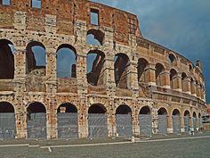 The World Famous Ancient Architecture -The Coliseum Famous Monuments, Roman Forum, Italy Holidays, Wild Creatures, Tourist Spots, World Famous, Ancient Architecture, Roman Empire, Rome