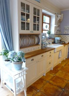 drawers, dish rack, cabinet - want it!