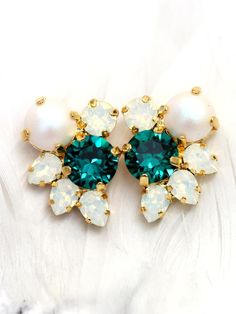Emerald Earrings Bridal Cluster Earrings Bridal by iloniti on Etsy, these would be perfect if they came in rose gold Bridesmaid Earrings, Bridal Earrings, Wedding Jewelry, Vintage Earrings, Emerald Earrings, Cluster Earrings, Stud Earrings, Stylish Jewelry, Modern Jewelry