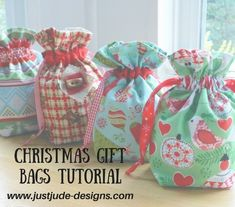 Gift Bag Tutorial – Just Jude Designs – Quilting, Patchwork & Sewing patterns and classes - Herzlich willkommen Quilted Christmas Gifts, Christmas Bags, Xmas, Christmas Wrapping, Quilted Gifts, Christmas Markets, Quilted Bag, Christmas Crafts, Sewing Hacks