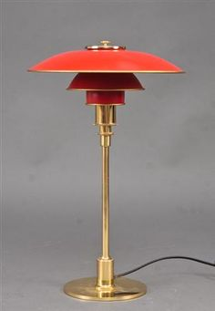 Poul Henningsen 1894-1967. PH 3/2 table lamp, red shades    My favorite PH of all time!