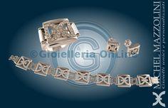collezione City by Night, tre gioielli in oro bianco 750/1000 con diamanti. Logo con diamanti traforato a formare un prisma con base quadrata.